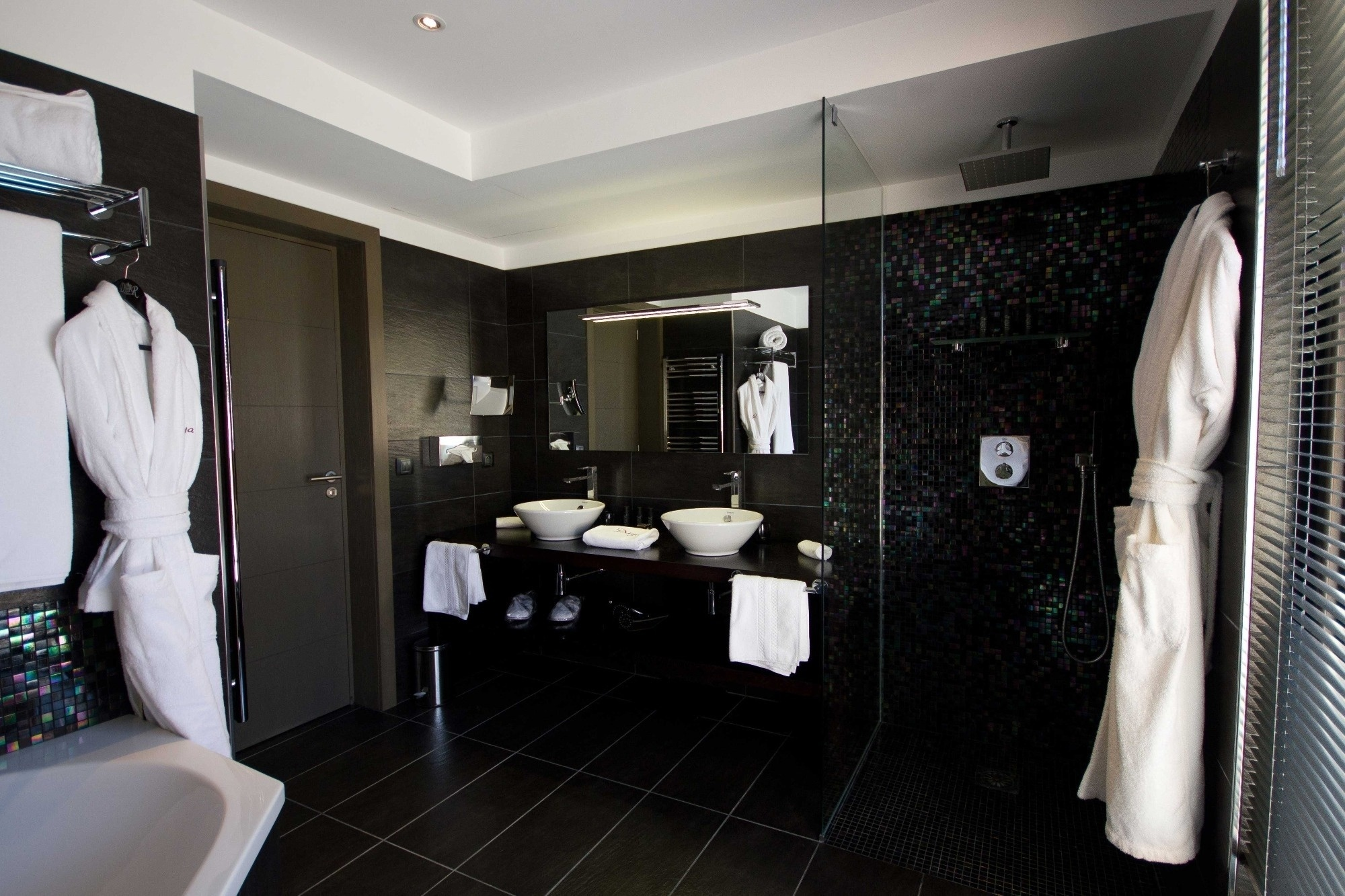 Topaze junior suite le daya for Salle bain hotel